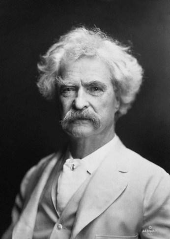 Mark Twain fotografiado por A.F. Bradley. Fuente: Wikipedia
